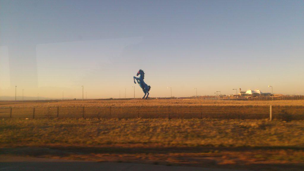 Status à l'entree de l'aeroport de Denvers