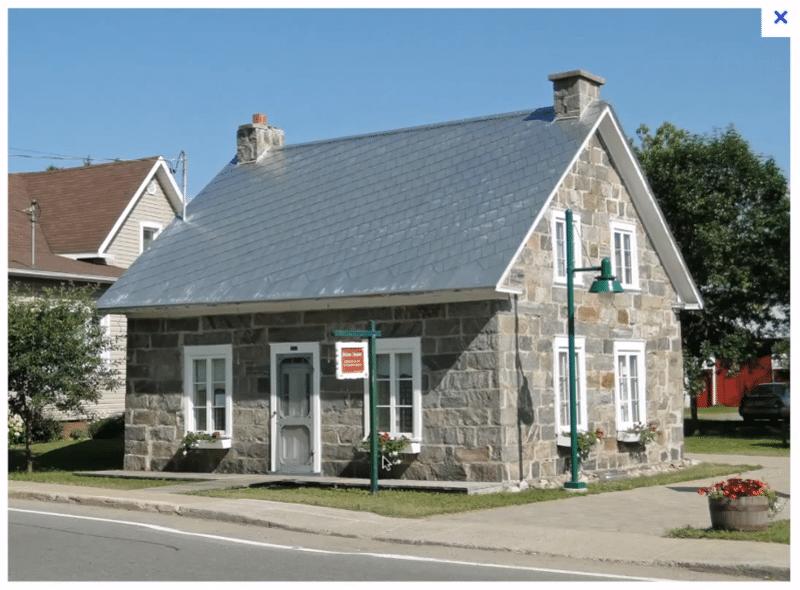 Maison angle droit et centrée