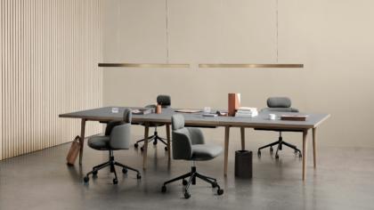 La série Forum Table est disponible dans une variété de tailles et de couleurs de dessus de table pour le cadre et le bord.